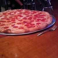 1/6/2012 tarihinde jezikah t.ziyaretçi tarafından Serious Pizza'de çekilen fotoğraf