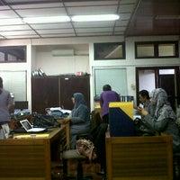 Photo taken at Badan Pusat Statistik Provinsi Bali by Hendra H. on 1/5/2012