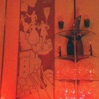 Das Foto wurde bei Cruise Room von Stella M. am 6/14/2011 aufgenommen