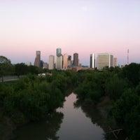 Снимок сделан в Buffalo Bayou Park пользователем J . 9/5/2012