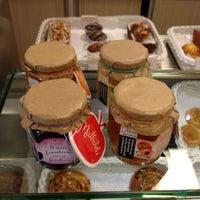 Foto tirada no(a) Marie-Madeleine Boutique Gourmet por Lina S. em 7/26/2012