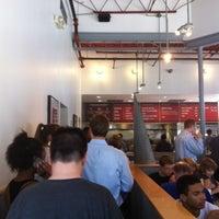 8/2/2012 tarihinde Ayannaziyaretçi tarafından Chipotle Mexican Grill'de çekilen fotoğraf
