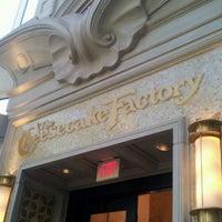 Das Foto wurde bei The Cheesecake Factory von Mohammed A. am 3/10/2012 aufgenommen
