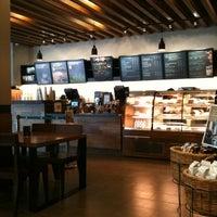 Photo prise au Starbucks par Nyomi B. le2/18/2012