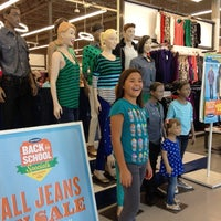 Photo taken at Old Navy Pembroke Gardens by Maritza R. on 8/19/2012