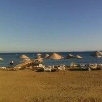 Photo taken at Küçükkuyu Plajı by Atalay K. on 9/9/2012