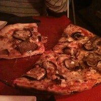 Foto tomada en Pizzería Original por Ana S. el 4/19/2012