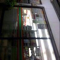 Photo taken at 7-Eleven (เซเว่น อีเลฟเว่น) by mygosto c. on 5/9/2012