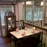 2/14/2012 tarihinde ??????? ?.ziyaretçi tarafından รื่นรส ภัตตาคาร (Ruenros)'de çekilen fotoğraf