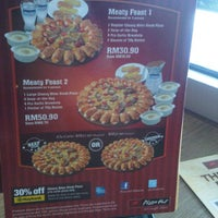 Photo taken at Pizza Hut by Encik H. on 6/23/2012
