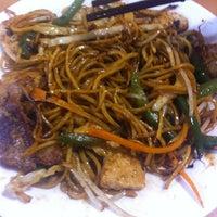 Photo taken at Big Wok by Kirsty on 8/1/2012