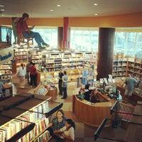 Foto tirada no(a) Livraria Cultura por George F. em 8/29/2012