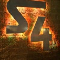 รูปภาพถ่ายที่ Station 4 (S4) โดย Robert P. เมื่อ 7/21/2012