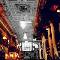 3/31/2012 tarihinde Abhishek R.ziyaretçi tarafından Lillie's Times Square'de çekilen fotoğraf