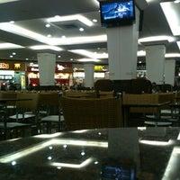Photo taken at Cataratas JL Shopping by Felipe R. on 7/6/2012