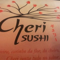 Foto tirada no(a) Cheri Sushi por Fred R. em 6/19/2012