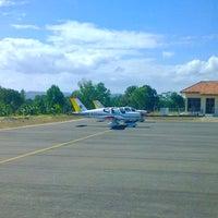 Foto diambil di Bandar Udara Tunggul Wulung (CXP) oleh Ahmad A. pada 7/26/2012