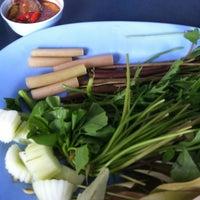 Photo taken at ร้านข้าวแกง.ชาวใต้ by Anchasa on 8/8/2012