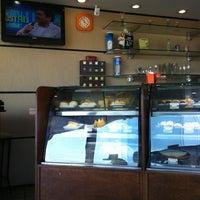 Foto tirada no(a) Deck Café por Flavio Z. em 2/5/2012