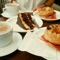 7/3/2012 tarihinde Asko A.ziyaretçi tarafından Brooklyn Cafe'de çekilen fotoğraf