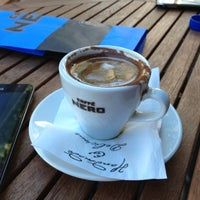 รูปภาพถ่ายที่ Caffè Nero โดย Cihan™✅ Y. เมื่อ 8/6/2012