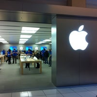 Photo taken at Apple Somerset by Michael Angelo C. on 5/1/2012
