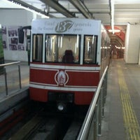 Foto tirada no(a) Tünel Tramvay Durağı por Aykut A. em 2/4/2012