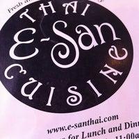 Foto tomada en E-San Thai Cuisine por Diana L. el 7/5/2012