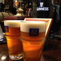 Photo taken at 82 ALE HOUSE 新宿西口大ガード店 by niena on 7/12/2012