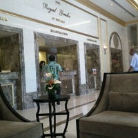 Photo taken at Royal Garden at Waikiki Hotel by Ceren E. on 8/31/2011