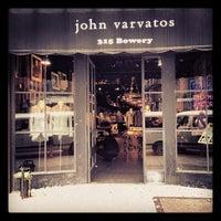 Das Foto wurde bei John Varvatos Bowery NYC von Evan H. am 5/14/2012 aufgenommen