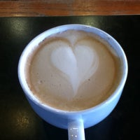 Das Foto wurde bei Burgie's Coffee & Tea Company von Andrew M. am 2/8/2011 aufgenommen