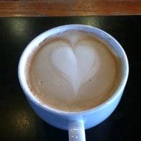Снимок сделан в Burgie's Coffee & Tea Company пользователем Andrew M. 2/8/2011