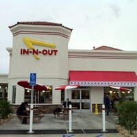 Photo taken at In-N-Out Burger by Jon W. on 12/21/2010