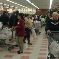 Photo prise au Market Basket par Sarah L. le11/22/2011