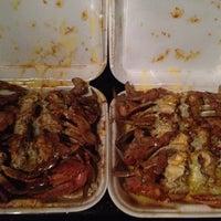 Foto tomada en Bob's Crab Shack por Sam G. el 12/27/2011