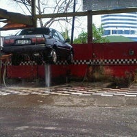 Photo taken at Auto Bridal car wash by Stevy N. on 12/10/2011