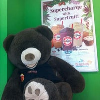 Photo taken at Robeks Fresh Juices & Smoothies by Anna J. on 9/28/2011