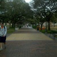 Das Foto wurde bei Military Walk von Linda C. am 2/2/2012 aufgenommen