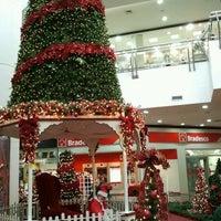 Photo taken at Cataratas JL Shopping by Patrick Marcelino d. on 12/8/2011