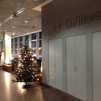 Photo taken at Lufthansa Senator Lounge C by Hans K. on 12/5/2011