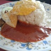 Photo taken at Restoran Nasi Kandar Impian by June A. on 8/31/2012