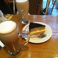 Photo taken at The Coffee Bean & Tea Leaf by James T. on 9/10/2011