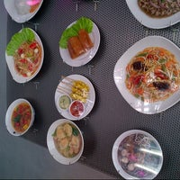 Photo taken at Tasty Thai Express by Jens K. on 9/11/2012