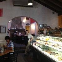 Das Foto wurde bei Coupa Café von Ayush A. am 8/26/2012 aufgenommen