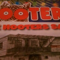 Photo taken at Hooters by damaris d. on 4/18/2012