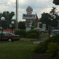 รูปภาพถ่ายที่ Marino's Pizza and Pasta House โดย Christopher C. เมื่อ 6/15/2012