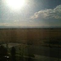 Foto tomada en Embassy Suites by Hilton Denver International Airport por Rob el 6/18/2012