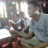 Photo taken at Pondok Dahar Nusantara by Aulia Lutfi R. on 6/10/2012
