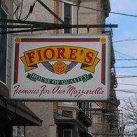 Photo prise au Fiore's Deli par Michael C. le3/15/2012